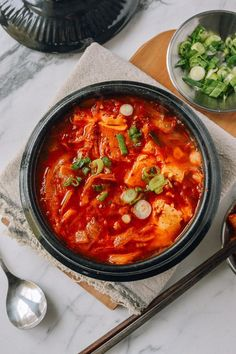 lunch with kimchi . kimchi for lunch K Food, Good Food, Yummy Food, Vegetarian Recipes, Cooking Recipes, Healthy Recipes, Lunch Recipes, Healthy Food, Kimchi Jigae Recipe