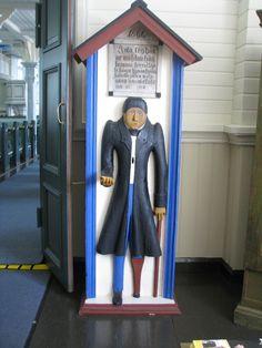"""Hämeenkyrön kirkon vaivaisukko, jota on kutsuttu nimellä """"Köyhä-Pietari""""."""