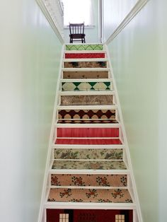 Narrow enclosed staircase. With a small staircase, you don't want to place anything on the steps or the landing, as it will just hinder movement up and down the stairs and make the space seem smaller. Instead, choose a potted plant or other decorative touch to place at the top and bottom of the stairs. This can highlight the entrance to the staircase without taking up room on the stairs. Small sculptures, a flower arrangement on a decorative pedestal.