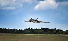 Fly past Robin Hood Airport #XH558fanpics #XH558 #Vulcan