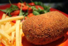 A kijevi csirkemell készítésénél az igazi kihívás az, hogyan maradjon benne a folyékony fűszervaj a húsban sütéskor. A megoldás most itt van, képekkel! No Cook Meals, Cornbread, Baked Potato, Bacon, Food And Drink, Potatoes, Sweets, Lunch, Dishes