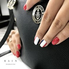 A képen a következők lehetnek: 2 ember Pink Oval Nails, Face Tips, Mani Pedi, Nail Arts, Diy Nails, Nails Inspiration, Nail Art Designs, Beauty Hacks, Nail Polish