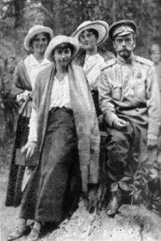 Tsar Nicholas II with his daughters the Grand Duchesses Marie, Anastasia and Tatiana