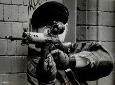 News Photo : A British soldier takes aim in Northern Ireland.
