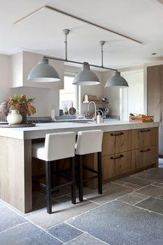 "Foto: Anneke Gambon -‐ ""Stijlvol Wonen"" -‐ © Sanoma Regional Belgium N. Project: Violier at Home Kitchen Style, Kitchen Renovation, Home Decor Kitchen, Kitchen Room Design, House Interior, Home Kitchens, Home Decor, Home Remodeling, Kitchen Inspirations"
