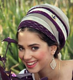 I want this deep purple and richly textured mitpachat for an upcoming wedding! What a lovely tichel :)