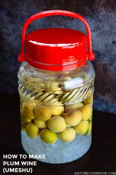 Plum Wine or Umeshu (梅酒) is a Japanese liqueur made by steeping fresh Japanese plum (ume) in shochu/white liquor and sugar - homemade recipe. Plum Recipes, Wine Recipes, Asian Recipes, Vietnamese Recipes, Chinese Recipes, Mexican Recipes, Healthy Recipes, Japanese Plum, Japanese Food