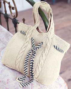 affichage-patron-tricot-sac-a-main. Crotchet Bags, Crochet Tote, Knitted Bags, Crochet Bikini, Knit Crochet, Crochet Star Stitch, Tricot D'art, Knit Art, Free Knitting