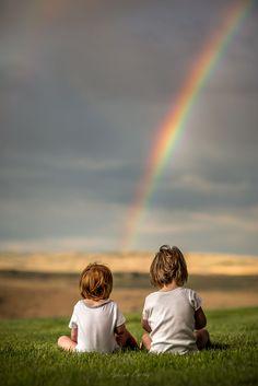 Em algum lugar sob um arco-íris.  Fotografia: Adrian C. Murray no 500px.