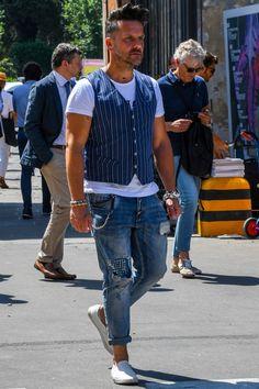 Mens Fashion Sneakers – The World of Mens Fashion Denim Jacket Men, Denim Jeans Men, Men Shorts, Denim Jackets, Best Men's Street Style, Older Mens Fashion, Men's Waistcoat, Blue Fashion, Men Casual