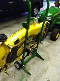 This model uses the same base setup as the JD Deck Dolly. John Deere Attachments, Compact Tractor Attachments, John Deere Parts, Deck Storage, Tractor Implements, Compact Tractors, Down On The Farm, Lawn, Model