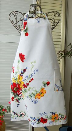 floral full apron Too pretty to wear!