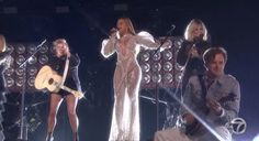 "As promised, Beyoncé took the stage at the 2016 Country Music Awards to perform ""Daddy Lessons"" with the Dixie Chicks Check out the performance below (HQ video will be added as it's available). Watch Beyoncé's performance of 'Daddy Lessons' @The Country Music Awards with the The Dixie Chicks (Full) pic.twitter.com/Bga48gmq6B — Beyoncé Titan (@BeyonceTitan) November..."