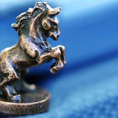 Horse Decor Accessory: These Horse #decor #accessories magnetically attach to any standard door hinge.
