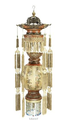 Antique Lanterns, Traditional Lanterns, Home Altar, How To Make Lanterns, Chinese Lanterns, Chinese Architecture, Chinese Antiques, Home Decor Styles, Chandelier Lighting