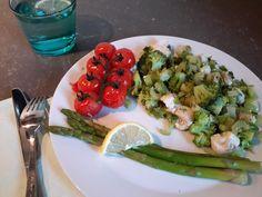 Deze gezonde gestoomde groente met kabeljauw bevat alles wat je nodig hebt qua voedingsstoffen en het gerecht staat binnen no-time op tafel!