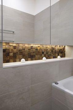 Renaza in bathroom niche