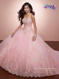 586e2bb36de0 Svatební šaty   růžový tyl zdobený krásnou krajkou a krajkovým živůtkem  pošitý perličkami a krystalky ♥