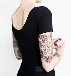 Beautiful floral arm tattoo - woman tattoo - tatouage pour femmes -tatouage fleur - tatouage bras