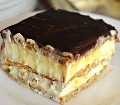 This easy graham cracker eclair cake recipe an easy, no bake dessert that's sure to impress the family every time! Make this ASAP and see! Eclair Cake Recipes, Cookie Recipes, Eclair Recipe, Yummy Cookies, Cake Cookies, Chocolate Eclair Cake, Biscuits Graham, Romanian Desserts, Hungarian Recipes