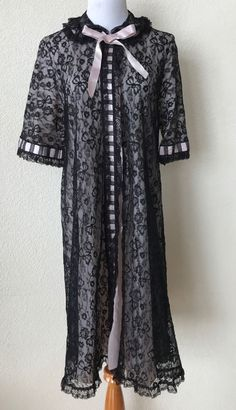 f65542104e8 VTG ROBE Double Layer Black Lace over Pink Stunning Baby Doll Look Peignoir  S M  Neusteters