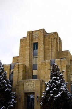 Art Deco Building. B'ham city Hall looks like this.
