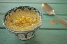 Aqui, nada de farinha nem amido de milho pra engrossar: o próprio grão de milho garante a textura cremosa. Delicioso!