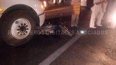 Trailer atropella a motociclista en Cardel frente al IMSS - http://www.esnoticiaveracruz.com/trailer-atropella-a-motociclista-en-cardel-frente-al-imss/