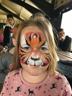 Tiger by Hannah Ainsworth of www.freshandfunkyfaces.co.uk