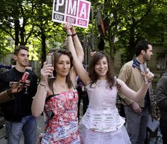 France legalizes gay marriage despite angry protests  (Photo: AFP - Getty Images)