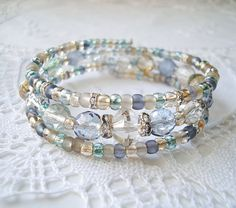 Memory Wire Bracelet  Beach Glass  Blue Beads por JewelryByCarlotta