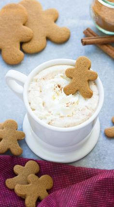 This easy microwave gingerbread hot cocoa is one of our favorite holiday treats! With just a few ingredients, it's quick to make and fun to drink! #HorizonHolidays #ad   http://www.kristineskitchenblog.com