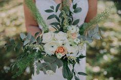 Bride Bouquets, Floral Wreath, Wreaths, Table Decorations, Home Decor, Bridal Bouquets, Floral Crown, Decoration Home, Door Wreaths