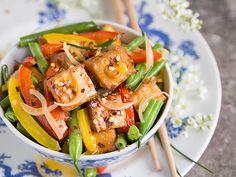 Orange Tofu and Vegetable Stir-Fry Vegan Stirfry Recipes, Stir Fry Recipes, Pumpkin Souffle, Pumpkin Puree, Vegetable Stir Fry, Vegetable Recipes, Chow Mein Au Poulet, Lobster Stew, Bacon Zucchini