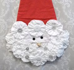 This cheerful, loveable Santa Piece is made of yo-yos and fresh new buttons!! It is lightly  padded for stability. The back side is red. This fun