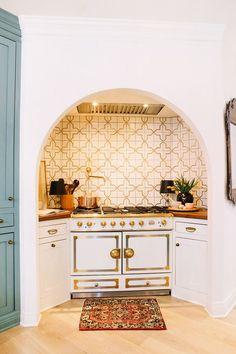 Home Interior Kitchen .Home Interior Kitchen Home Design, Home Interior Design, Luxury Interior, Interior Ideas, Kitchen Dining, Kitchen Decor, Island Kitchen, Kitchen Cabinetry, Kitchen Interior