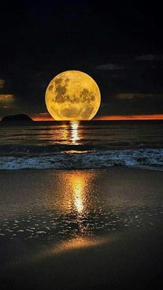 Full Moon and Sea