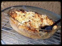 Koložvárska kapusta je maďarský recept ideálny do studeného počasia. Zasýti a zahreje každé brusko. Základom koložvárskej sú prekladané vrstvy kyslej kapusty, ryže a mletého mäsa v kombinácii s kyslou smotanou. Papriku ak zoženiete, použite údenú. Dodá jedlu výbornú chuť. Na zapekanie koložvárskej kapusty je dobré použiť vyššiu nádobu, napríklad staršiu remosku. Cauliflower, Macaroni And Cheese, Chicken, Vegetables, Ethnic Recipes, Diet, Cooking, Mac And Cheese, Cauliflowers