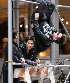 "LOL! Jared looking for somewhere like ""this is not my brother! i don't know who is this crazy muddafugga"" hahaha funny"