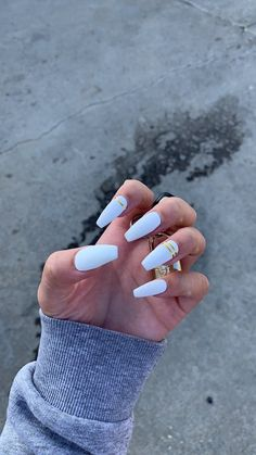 Semi-permanent varnish, false nails, patches: which manicure to choose? - My Nails Gold Acrylic Nails, White Coffin Nails, Acrylic Nails Coffin Short, Simple Acrylic Nails, Summer Acrylic Nails, Fire Nails, Dream Nails, Nagel Gel, Stylish Nails