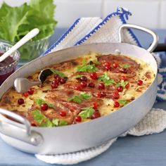 Raggmunk i ugn – lufsa från Öland Cheeseburger Chowder, Pasta Salad, Thai Red Curry, Bacon, Soup, Lunch, Ethnic Recipes, Food, Crab Pasta Salad