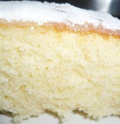 Receita de bolo de limão com iogurte na massa.