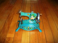 Toy+Sewing+Machine+Vintage+1940s+by+RedRiverAntiques+on+Etsy,+$55.00