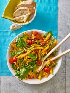Eckis italienischer Nudelsalat mit Pesto Eckis Italian pasta salad with pesto Easy Salad Recipes, Easy Salads, Lunch Recipes, Dinner Recipes, Healthy Recipes, Pesto Pasta, Casserole Dishes, Casserole Recipes, Italian Foods