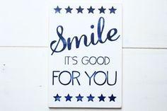 Vintage Holz-Schild mit Spruch, Smile, Sterne von Glitter Words auf DaWanda.com