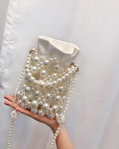 Beaded Purses, Beaded Bags, Purse Patterns, Beading Patterns, O Beads, Tie Dye Crafts, Diy Clutch, Diy Handbag, Handmade Bags