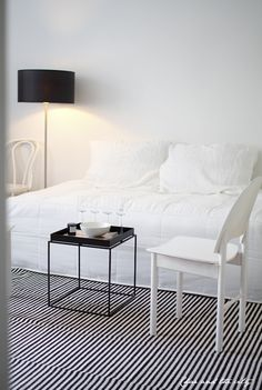 How to make your bed look lik a sofa: http://divaaniblogit.fi/charandthecity/2014/06/10/bedit_zipit_paivapeite/