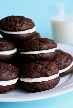 Whoopie Pie Recipes Prove This Dessert Is The Best Of All Worlds Chocolate Whoopie Pies, Chocolate Pie Recipes, Chocolate Marshmallows, Making Chocolate, Homemade Chocolate, Chocolate Orange, Chocolate Ganache, Baking Recipes, Cookie Recipes