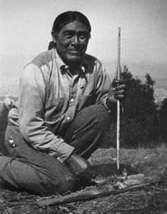 """A 1914 photo of Ishi, the last native North American to live completely outside of modern Western society. In with no surviving family members, he emerged from """"the wild"""" near Oroville,. Native American Photos, Native American Tribes, Native American History, European American, Sioux, Cherokee, Indiana, Two Worlds, California History"""