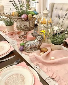 12 Things to consider before buying your Easter Dinnerware - Hike n Dip - Tischdeko das ganze Jahr - 12 Things to consider before buying your Easter Dinnerware – Hike n Dip - Easter Table Settings, Easter Table Decorations, Easter Decor, Easter Ideas, Spring Decorations, Easter Dinner, Easter Brunch, Table Presentation, Easter Egg Designs
